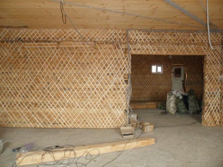 Как оштукатурить деревянную поверхность: особенности проведения работ