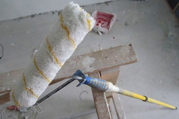 Как правильно красить потолок валиком: все секреты удачной покраски