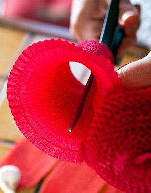 Как сделать цветы из папиросной бумаги?