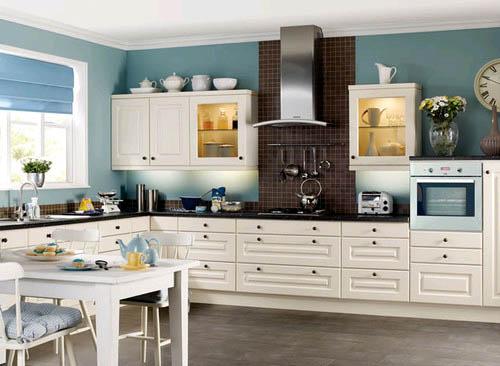 Применение посуды в декорировании квартиры