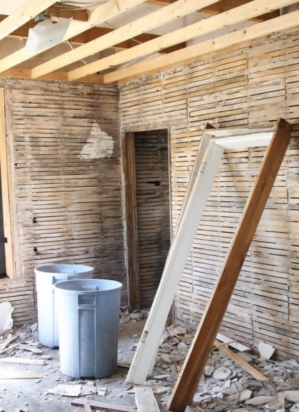Штукатурка деревянных стен: выбор материала, подготовка стен и процесс штукатурки