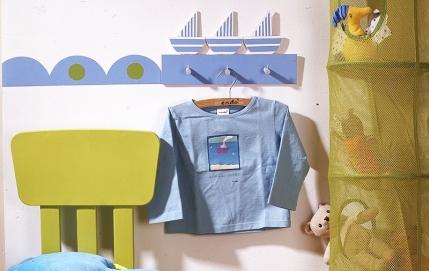 Вешалка с корабликами в детскую комнату