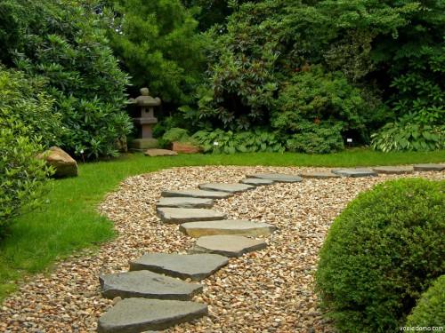 Как выбрать размеры скального грунта для оформления садового участка или патио?