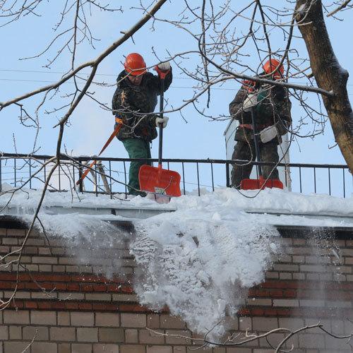 Уборка снега с крыш. Есть ли необходимость?