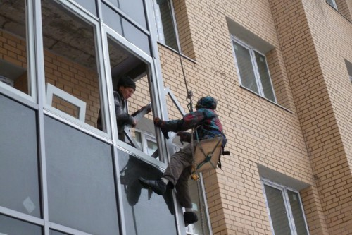 Замена фасадного остекления – работа над ошибками застройщика